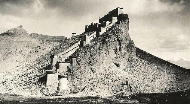 Камба Дзонг. Тибет 1904 год.