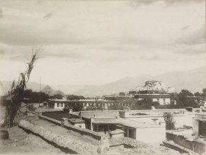 Лхаса, вид на Поталу. 1900 год.